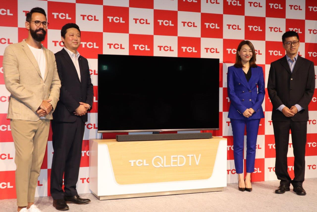 TCLは国内テレビ市場に本格参入する(左からアブレイユ氏、李日本法人社長、アイリーン・ソン最高マーケティング責任者、陳強海外製品副部長)