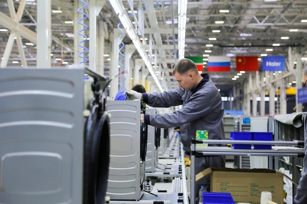 ロシアで洗濯機生産を始めたハイアールの工場