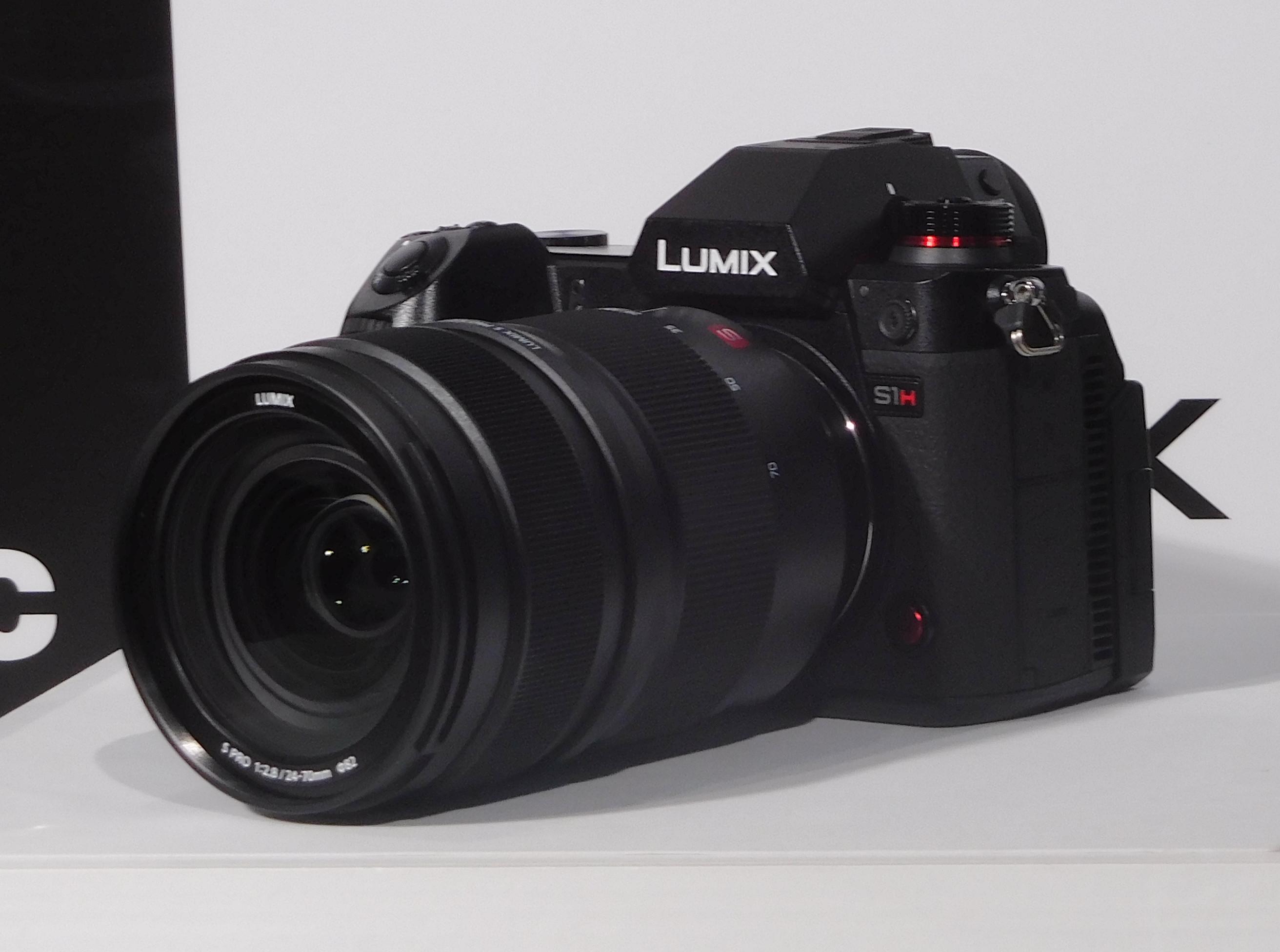 LUMIX DC-S1H(レンズは別)