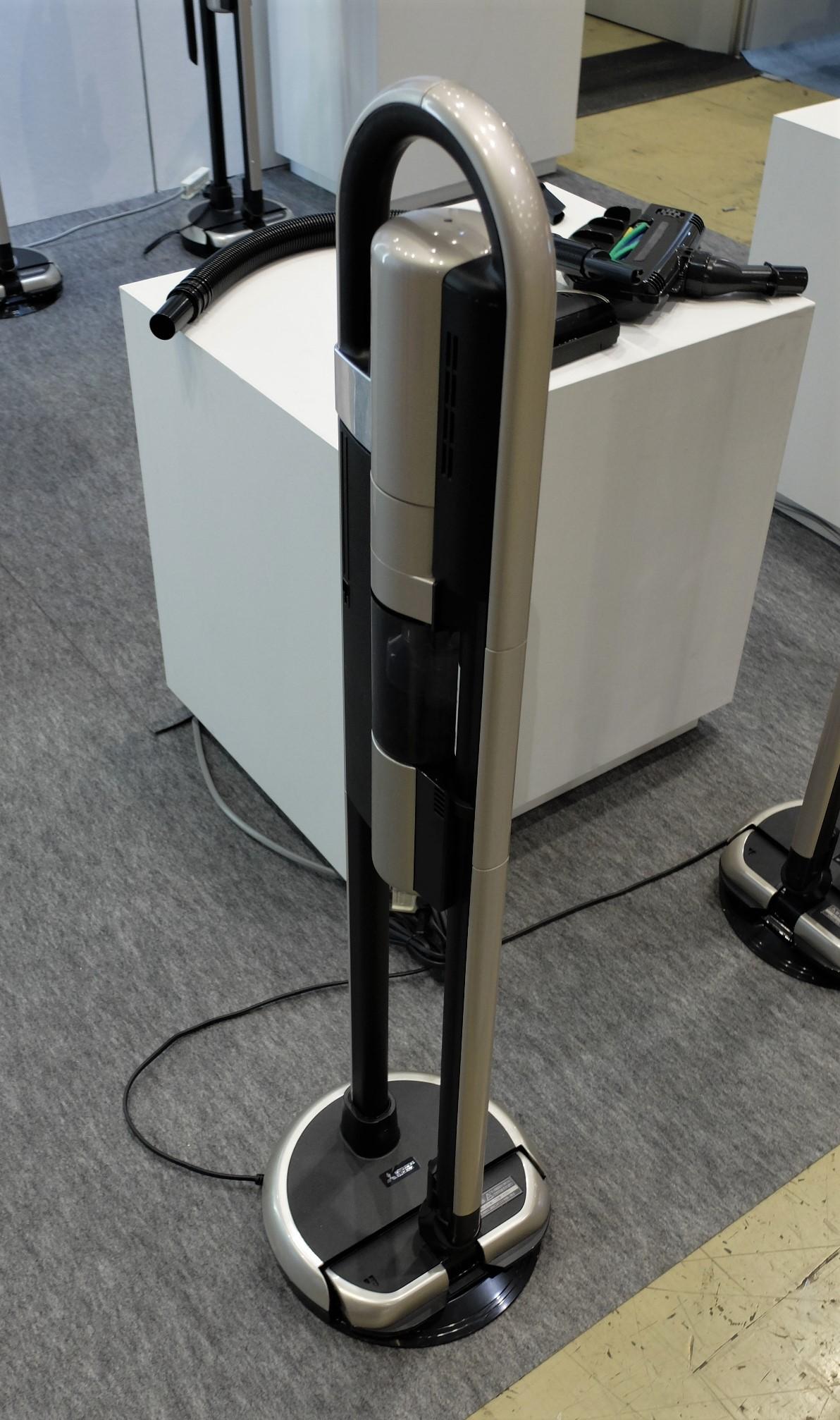 充電式スティック掃除機の新製品「ZUBAQ」HC-JD1J
