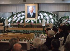 しめやかに行われた故村田治名誉相談役の告別式