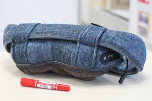 本体は枕ほどの大きさで、全身の部位に当てて使う。インテリアと調和するデザインも特徴だ