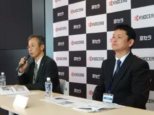 会見する中川氏(左)と吉岡博士