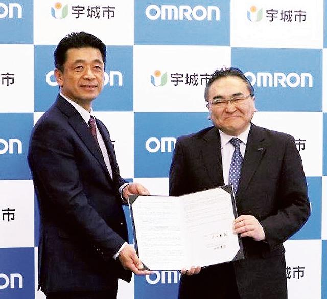OSSの池添貴司執行役員常務(右)と守田憲史宇城市長